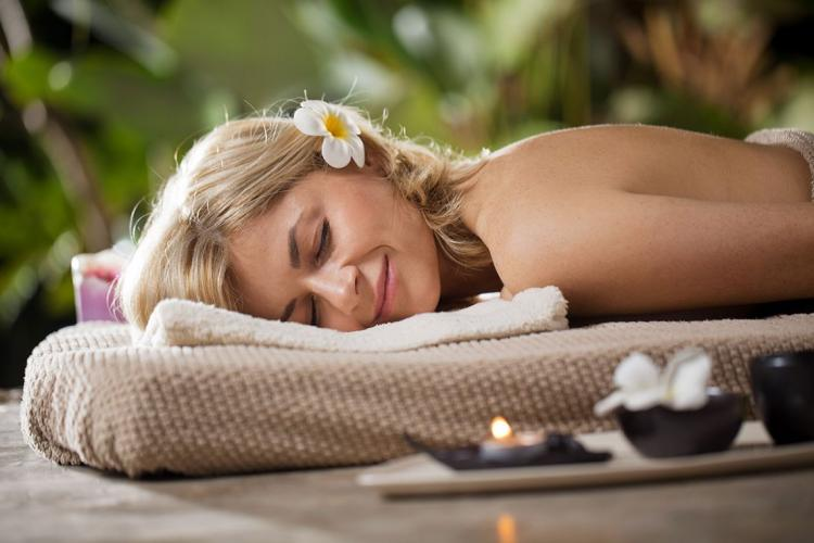 10 Benefits of Aromatherapy with Essential Oils