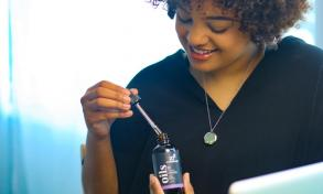 How to Use Essential Oils to Relax at Work