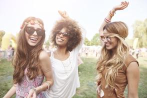 6 Destructive Habits That Cause Hair Loss for Women