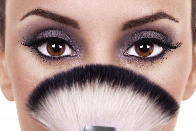 How to Naturally Achieve Eyelash Growth
