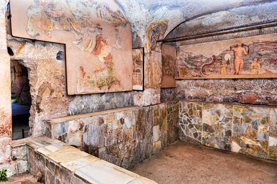 ruins-of-lavishly-tiled-frigidarium-bath-pool-in-the-seven-wise-mens-spas-ancient-ostia-rome