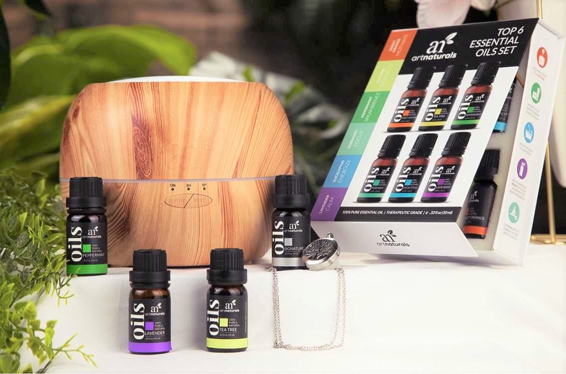 aromatherapy-and-essential-oil-gift-set-with-festive-holiday-garland-and-tree-accents
