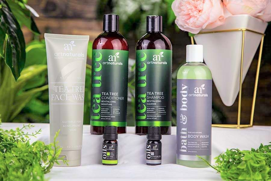 tea-tree-oil-bath-and-body-gift-set-with-holiday-decorations